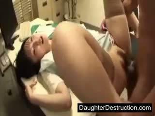 Ung japanska japanska dotter missbruk