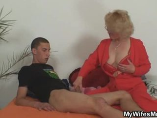 Istri leaves dan dia ibu fucks putra di hukum