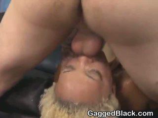 Dyed haired কালো dirt ঈশ getting মুখ হার্ডকোর দ্বারা সাদা guy