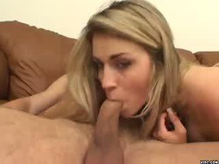 סקסי בלונדי ciera sage strokes ב ענק זין מפלצתי