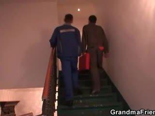 पुराना बिच enjoys two cocks और डिल्डो