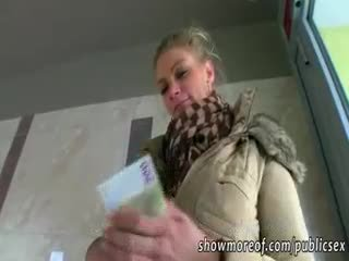 Massief boezem adele pounded voor geld