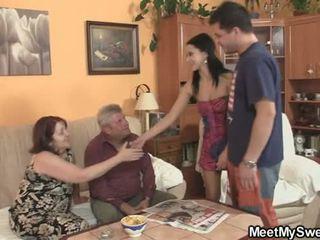 Onun gf seduced tarafından porno yıldızı parents
