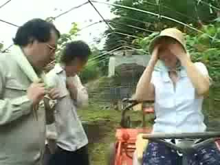 Aasia küla naine gets kuritarvitatud video