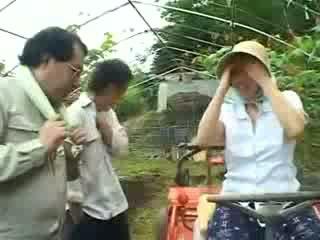 Aziýaly village woman gets göwne degmek video