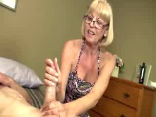 Milf loves her chick studs dong so she can get her cum