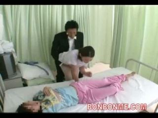 Medmāsa handjob uz priekšējais no sieva 03