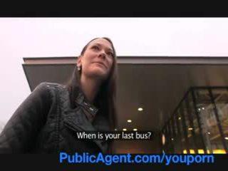 Publicagent gullible ale piękne brunetka cipka gets pounded