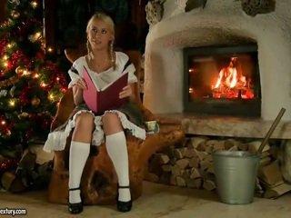 Nikky thorne qirje nearby santa