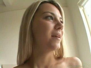 Sexy cô gái tóc vàng ashlynn brooke receives một warm spray của jizz