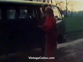 変態の 女の子 fingered で a 車