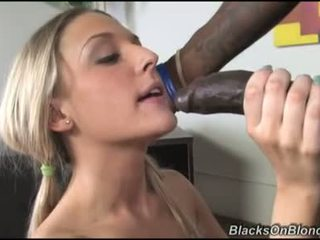 Tristyn kennedy ļaut darksome dong load viņai donut ar sperma