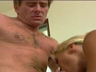 सेक्सी ब्लोंड होर getting double penetrated द्वारा उसकी lovers