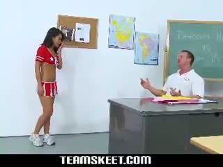 Innocenthigh petite asiatisk cheerleader tenåring cindy starfall knulling