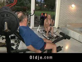 Oldje: เก่า dude gets โชคดี ด้วย a เซ็กซี่ บลอนด์ ผู้หญิงสวย.