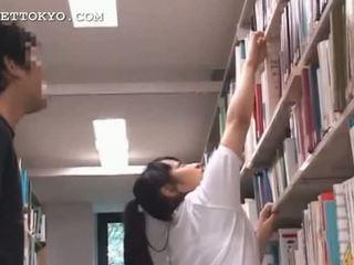 Armas aasia teismeline tüdruk teased sisse the kool