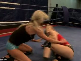 Laura kristal en michelle soaked cat gevecht in ring