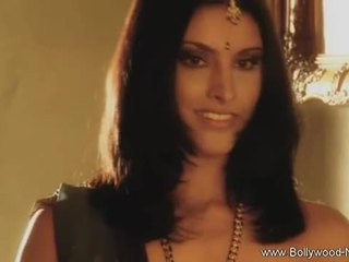 Bollywood beauty strips ve teases