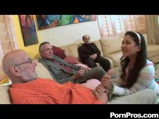 Amateur chupando multiple dicks
