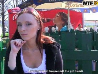 Margot exhibits haar kinky bits en touches voor geld