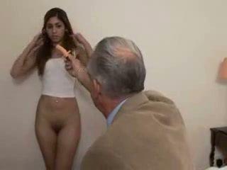 Γιαγιά fucks έφηβος/η κορίτσι
