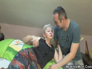 Вона touches і bonks її син усередині закон