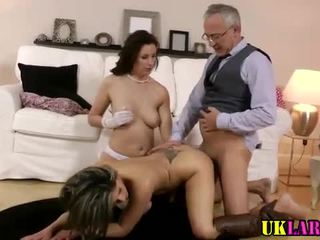 Amateur threesome that ends with a grand facial