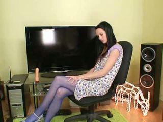 Ciorapi secret: excitat bruneta simona în blue ciorapi jucarii se