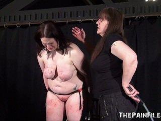 Alyss freaky レズビアン sadism と whipping へ tears