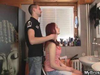 Slutty merah kepala remaja jalang menipu beliau boyfriend lebih beliau rakan