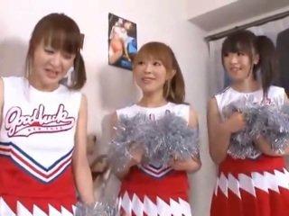 3 milžiniškas papai nipponese cheerleaders sharing agurkas