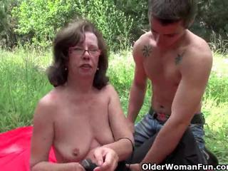 আলগা বাধন gets তার মলদ্বার invaded outdoors