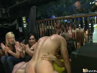 브루 넷의 사람, 귀여운, 현실, 하드 코어 섹스
