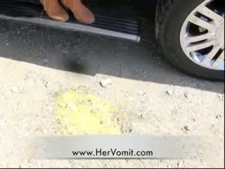 Kereta sakit gadis vomit puke muntah barf lelucon