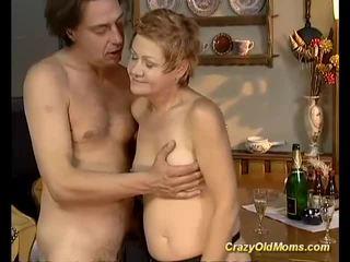पुराने बेब gets कठिन गड़बड़