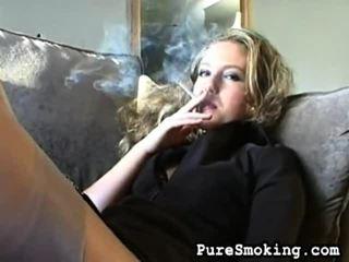 kwaliteit video actie, jonge meisjes roken, nieuw roken fetish