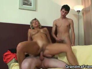 groot oud scène, 3some scène, groot grootmoeder