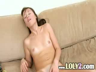Unbelievable fille evelina using fingers