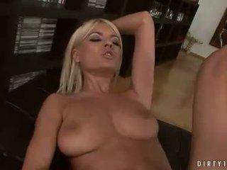 Sexy lesben hannah jäger und jasmine rouge having ein muschi licking aktion