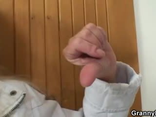 On brings blond babica domov za težko jebemti