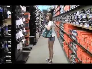 Nikkie e aubrey in il negozio teasing e flashing loro forma parts
