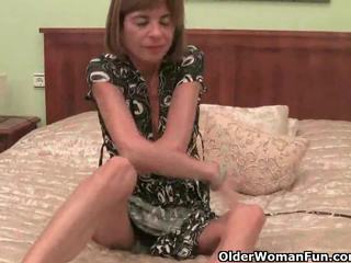 Very hor garry strips off and masturbates her old süýji emjekler and amjagaz