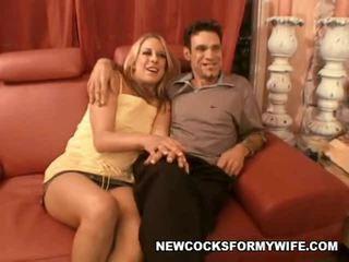 يمارس الجنس مع زوجتي الاباحية