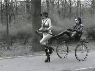 Ponygirl dalam awam