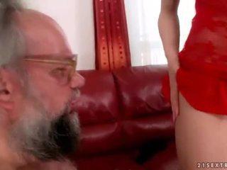 Nonno e caldi giovanissima enjoying sporco sesso