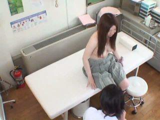 Spycam femme seduced par une masseur et gets son chatte served