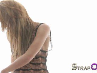 nominale blondjes scène, nieuw lesbiennes vid, vers strapon