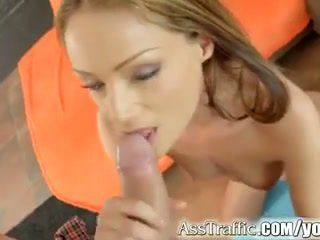 Sophie lynx gets anale fucked dhe swallows spermë