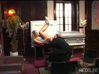 Doodskist porno