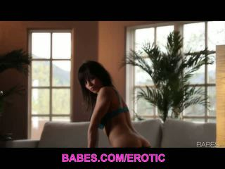 Babes network: nydelig babe julia luba masturbates